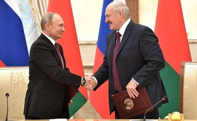 Подписание документов поитогам заседания Высшего Государственного Совета Союзного государства. C Президентом Белоруссии Александром Лукашенко.