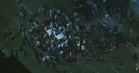Погромы в Лос-Анджелесе: неуправляемая толпа диких пиндосов громит город