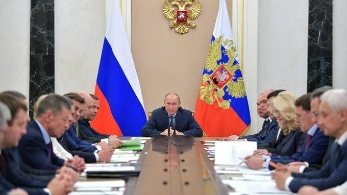 Владимир Путин провёл совещание с членами Правительства 20.06.2018