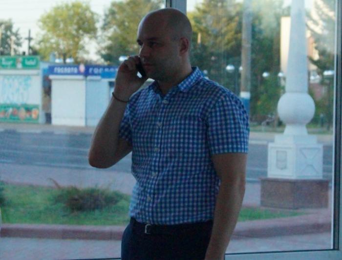 В Брянск вернулись лихие 90-е. Чиновники незаконно сносят ларёк на Набережной