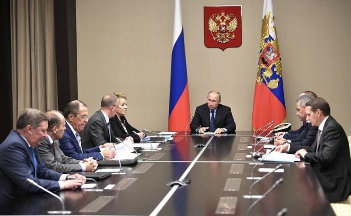 Владимир Путин с постоянными членами Совета Безопасности обсудил ситуацию на Украине