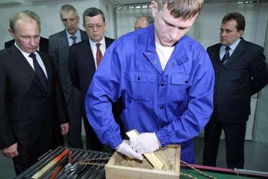 Путин проверяет хранилище золота
