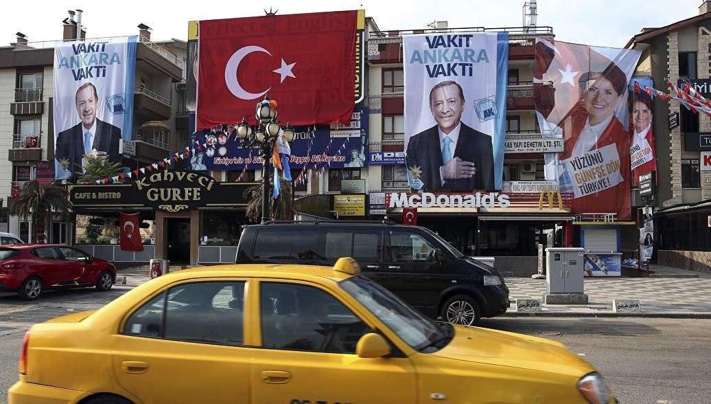 Эрдоган лидирует на выборах в Турции по результатам обработки половины бюллетеней
