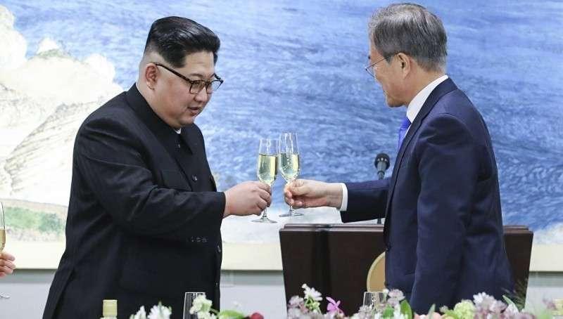Две Кореи начинают общаться, вопреки усилиям паразитов