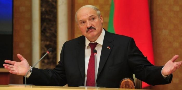 Александр Лукашенко просит Владимира Путина принять Беларусь в состав РФ?