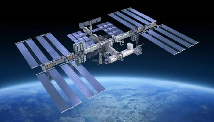 Россия спасая МКС, теряет космос