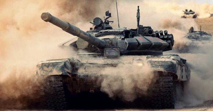 Шляхта в старых советских танках на страже Польши