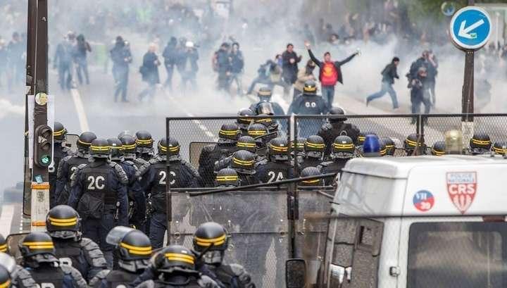 Францию захлестнули манифестации против политики Макрона