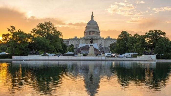 В США толпа пошла на штурм Капитолия, полиция арестовала почти 600 демонстрантов