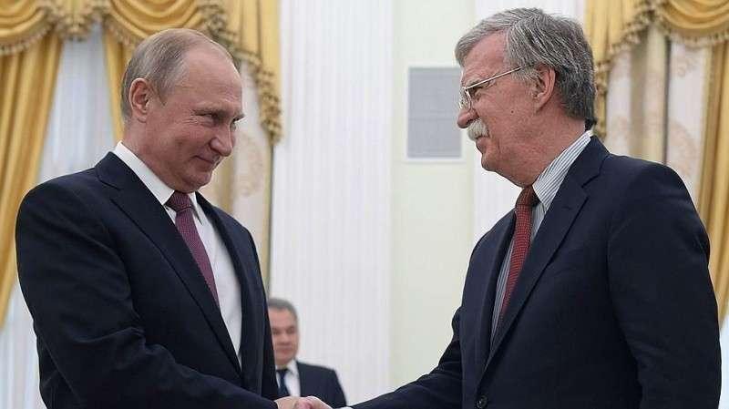 Как Путин, подбираясь к Трампу, «проглотил» русофоба Болтона