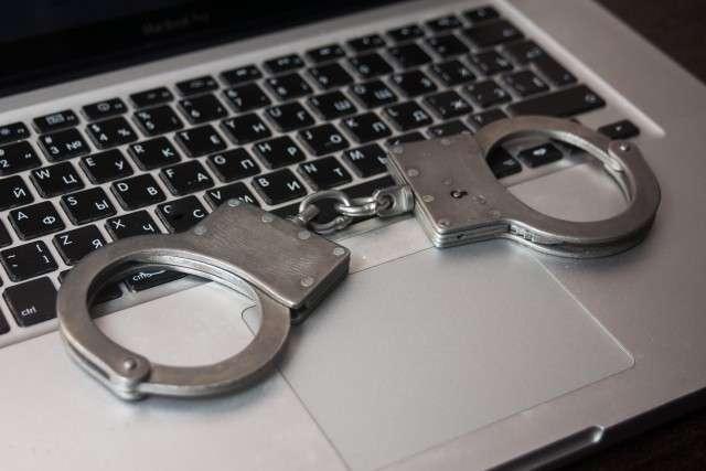 1 Наручники браслеты арест задержание компьютер