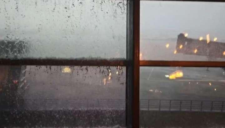 В терминале аэропорта Внуково сильный ливень спровоцировал потоп