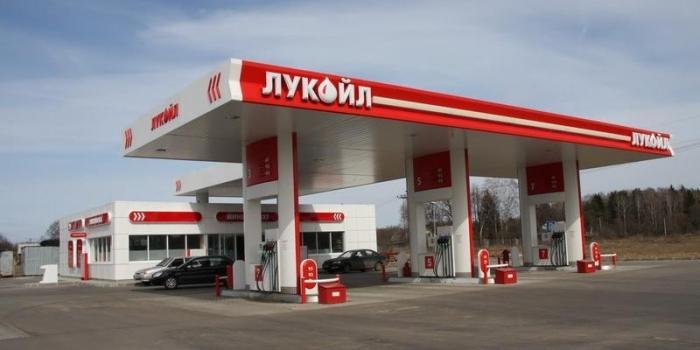 На АЗС «Лукойл» в Митино теперь заливают бензина больше, чем может вместить бак