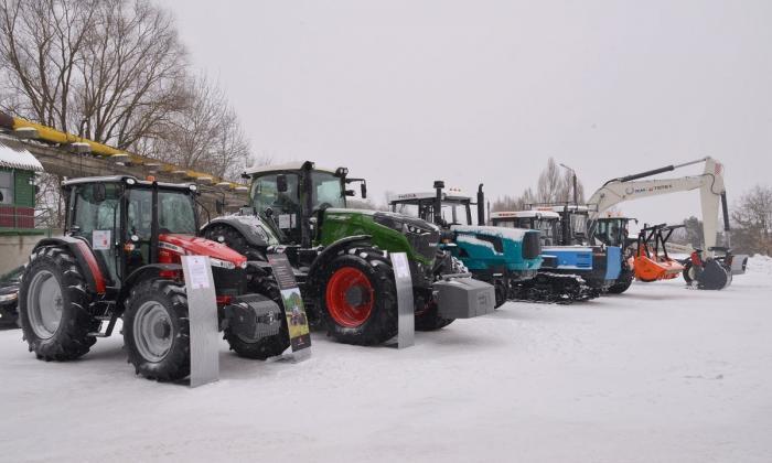 Брянский тракторный завод представил первые тракторы «БТЗ»