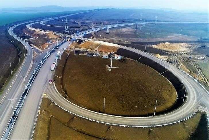 Автоподходы кКрымскому мосту состороны полуострова частично открыли для грузовиков