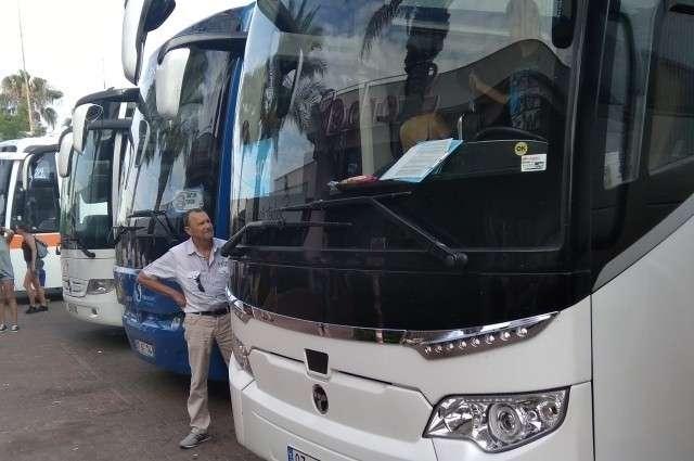 Целыми автобусами везут туристов в те торговые центры, которые в доле с турагентами. Мы дошли до него сами и получили скидку 50 процентов: за наши покупки не надо ни с кем делиться.