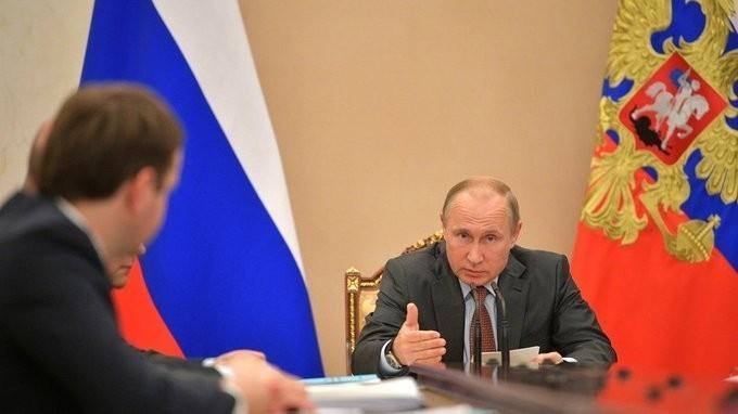 Владимир Путин провёл в Кремле совещание по экономическим вопросам
