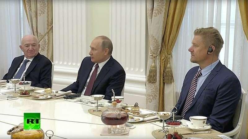 Владимир Путин принял в Кремле известных футболистов