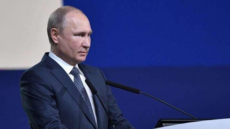 Владимир Путин выступает на Международном конгрессе по кибербезопасности