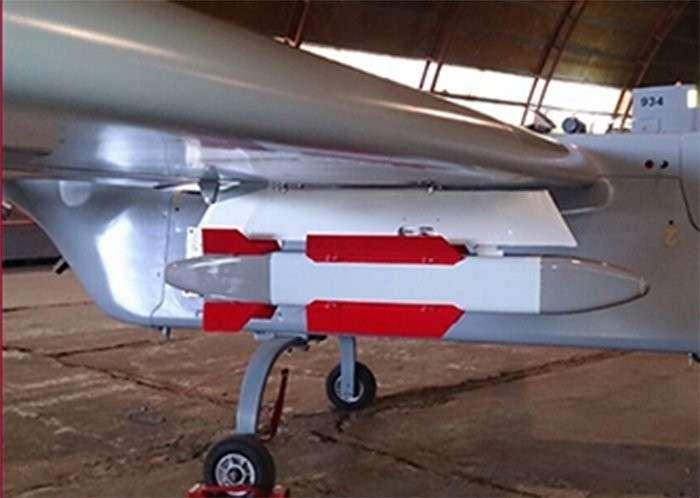 Российские БПЛА начали вооружать управляемыми бомбами и ракетами
