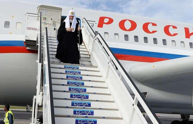 Главпоп Москвы Кирилл Гундяев одинаково роскошно ездит, летает и плавает