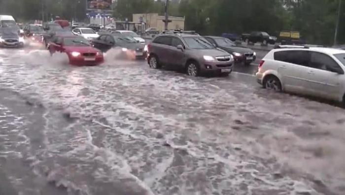 Москва тонет: за ночь на столицу вылилась почти половина месячной нормы осадков
