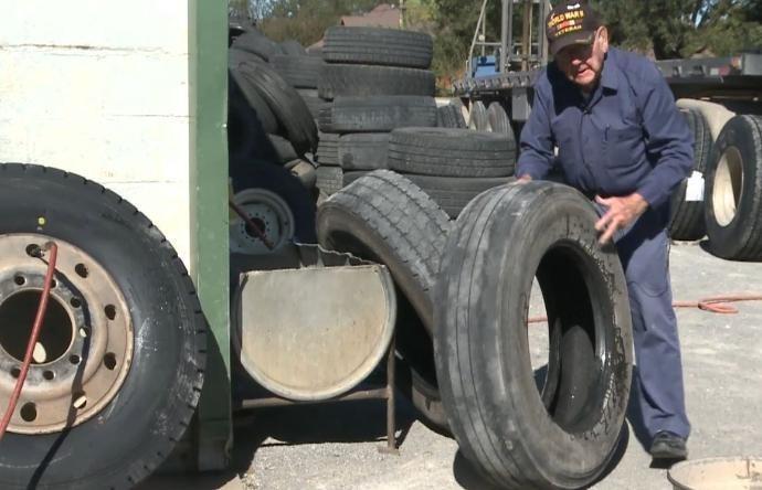 В США рекордные сотни тысяч 85-летних стариков вынуждены работать