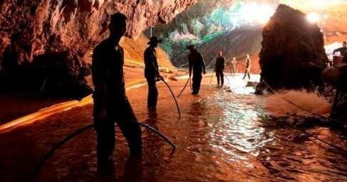 ВТаиланде иззатопленной пещеры освободили первых детей