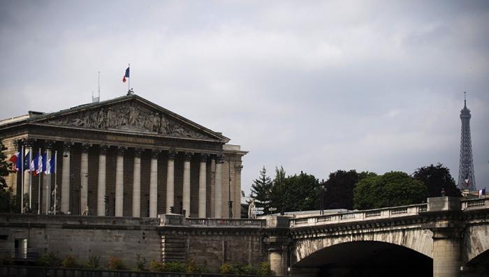 Франция вводит цензуру в СМИ. Почему Макрон боится RT и Sputnik