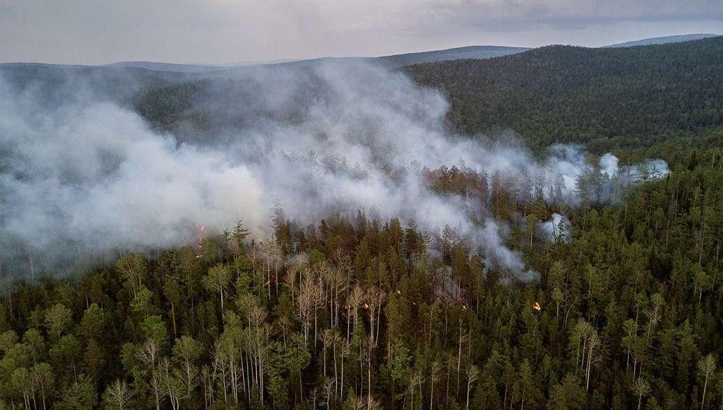 В Якутии вызовут искусственный дождь для тушения лесных пожаров