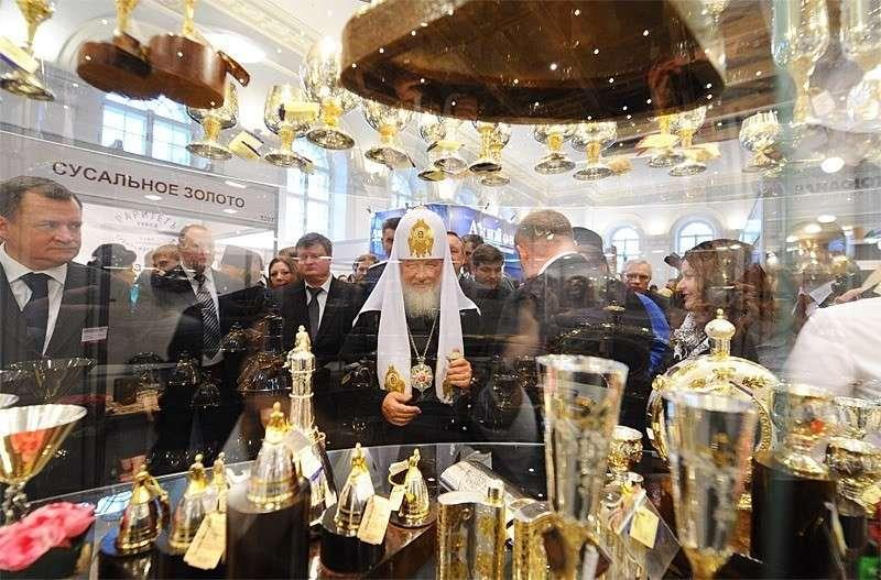 Кризис в РПЦ: паства беднеет, доходы падают, сусального золота не убавляется