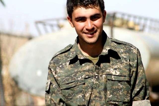 Боец курдского отряда народной самообороны