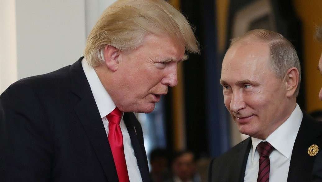 Дональд Трамп признался Владимиру Путину, что на него работают одни дураки