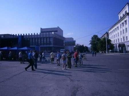 Кому мешает российский флаг в Луганске?