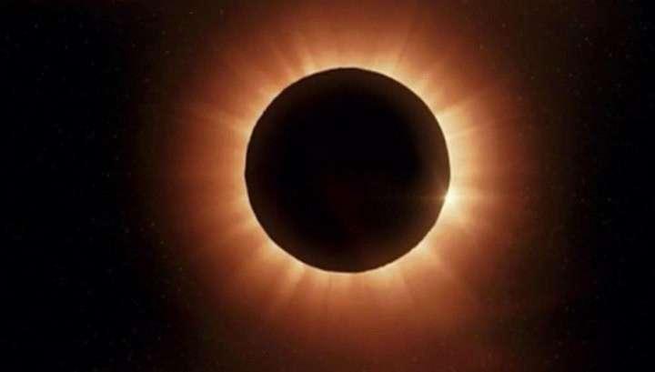 Затмение Солнца Суперлуной в пятницу, 13-го лучше всех было видно пингвинам и австралийцам
