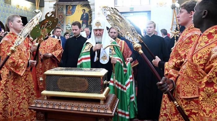 Московский клоун Гундяев возит по России чьи-то старые кости