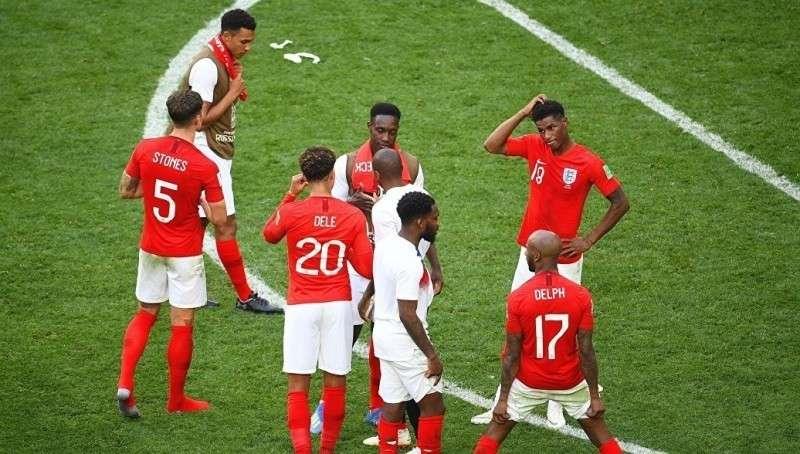 Сборную Англии по футболу руководство Британии бросило, не приехав на матч