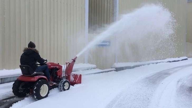 В России запущен в производство садовый трактор для работы круглый год