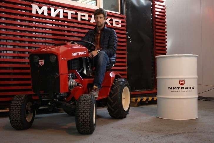 Молодой отец мини-трактора «Митракс» Денис Смыслов