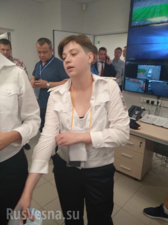 «Ты, тварь, ктотакая?» — кадры допроса провокаторов из«Пусси Райт» вмосковской полиции (ВИДЕО) | Русская весна