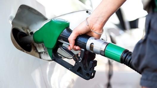 Владимир Путин разрешил карать нефтяников за подорожание бензина на АЗС