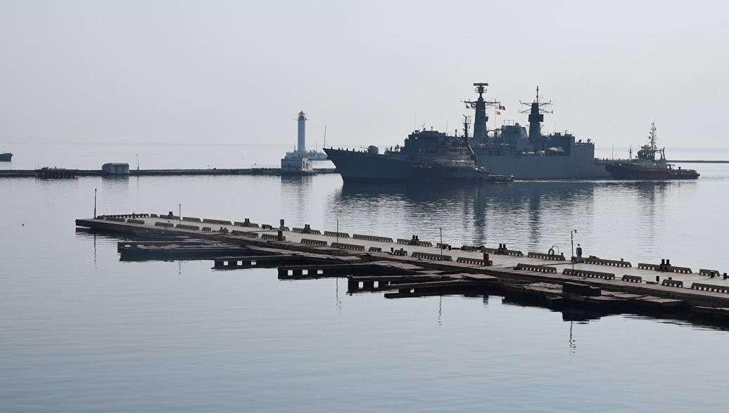В порт Одессы зашла группа военных кораблей НАТО