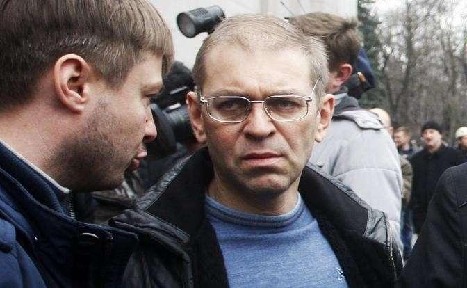 На фото: Сергей Пашинский (справа)