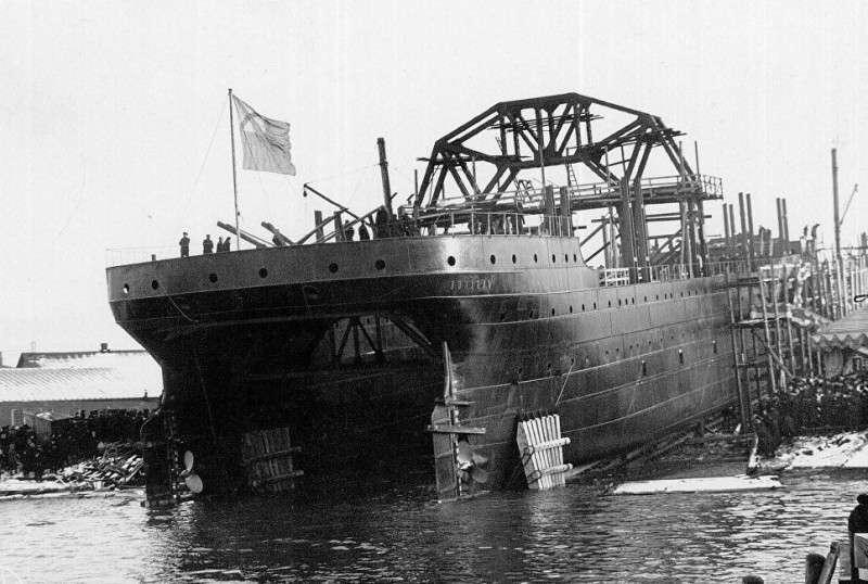 Строительство корабля «Волхов» (ныне «Коммуна») на верфи в Санкт-Петербурге, 1913 год