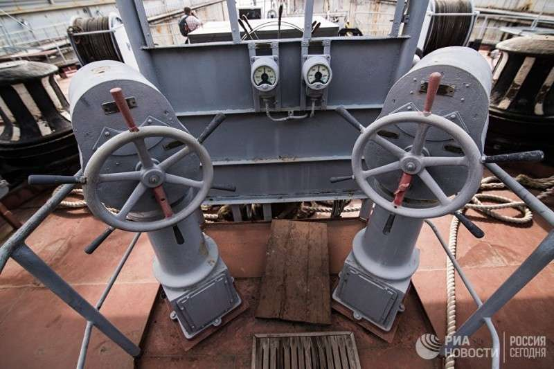 Приводы управления швартовыми шпилями на СС «Коммуна»
