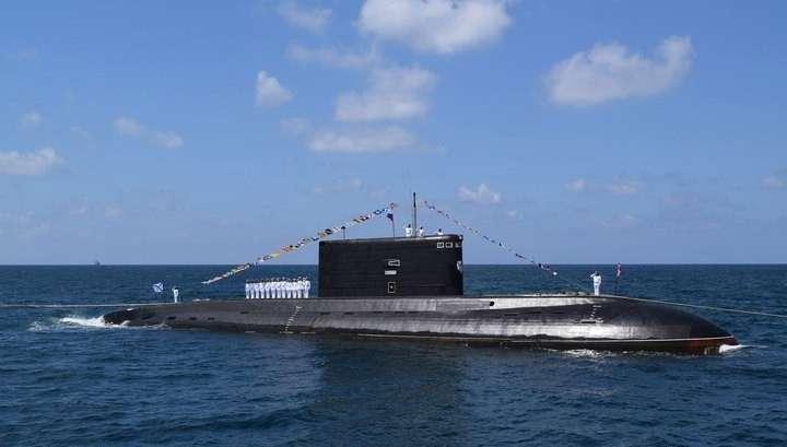 В сирийском порту Тартус отметили День ВМФ России парадом