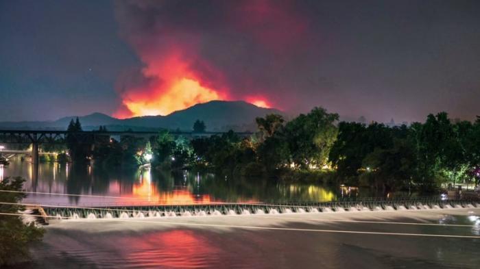 В США в штате Калифорния пожары унесли жизни пяти человек