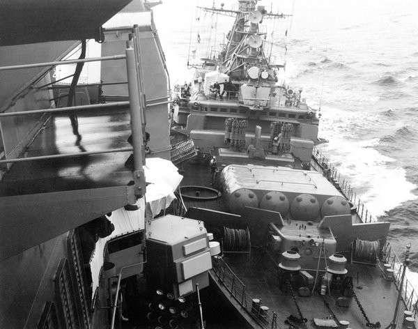 Как русские моряки крейсера пиндосов из Чёрного моря выталкивали