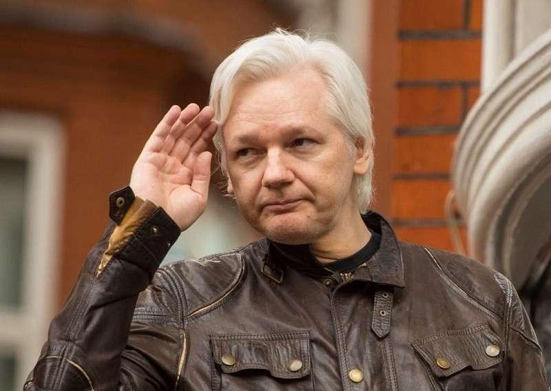 Викиликс: продажные журналисты брали деньги у МИ-6