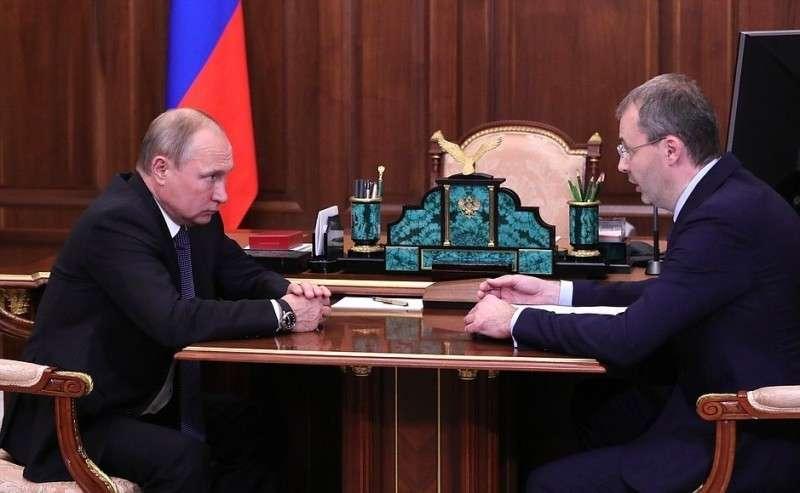 Сгубернатором Чукотского автономного округа Романом Копиным.